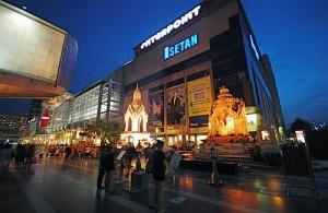 In Bangkok bevinden zich enorm grote winkelcentra.