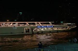 Middels een dinner cruise beleef je Bangkok op een andere manier.
