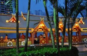 Een dinner cruise op een Wan Fah is een gedenkwaardige ervaring.