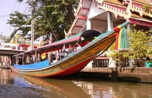 Tijdens een tocht door de khlongs beleef je Bangkok vanaf het water.