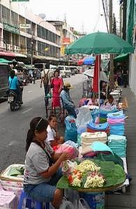 De wijk Pahurat is één grote markt.