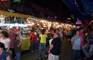 De Patpong markt is een zeer bekende avondmarkt in Silom.