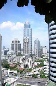 Moderne wolkenkrabbers vormen de skyline van Bangkok.