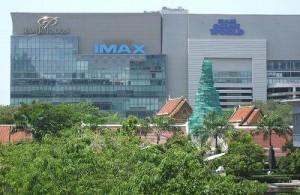 In Sukhumvit zijn diverse grote winkelcentra gevestigd.