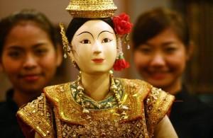 Het Thai Puppet Theater gebruikt haar eigen handgemaakte poppen.