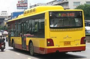 Toeristen maken in Bangkok weinig gebruik van de bus.