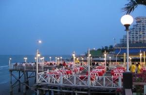 Aan het strand van Cha-am liggen uitstekende visrestaurants.