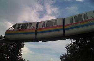 Met de monorail verplaats je jezelf comfortabel door de dierentuin.