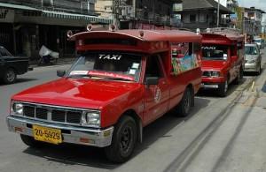 Een typisch vervoermiddel in Chiang Mai is de songtaew.