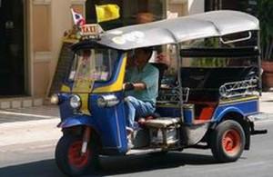 De tuktuk is een bekend verschijnsel in de straten van Chiang Mai.