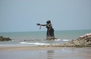 In Puek Tian is bekend om zijn beelden in de zee, aan het strand en in de stad.