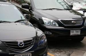 Een huurauto met of zonder chauffeur is in Thailand gemakkelijk te regelen.