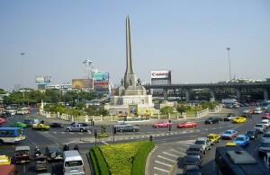 Vanaf het Victory Monument in Bangkok kun je per minibus naar Hua Hin en Cha-am.