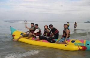 Een tocht op bananen boot is een leuke watersport activiteit.