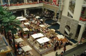 Je vindt in Market Village vooral merkkleding en luxe artikelen.