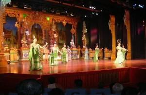 In de show van het Alangkarn theater staat de Thaise cultuur centraal.