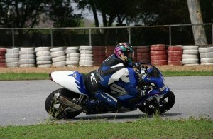 Je kunt op het Bira circuit ook les krijgen in racetechnieken met de motor.
