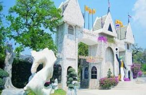 Million Years Stone Park & Crocodile Farm is een toeristische attractie voor natuurliefhebbers.