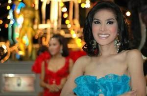 Ladyboys horen standaard bij het amusement in Thailand.