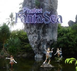 Themapark Phuket Fantasea verzorgt een spectaculaire show.
