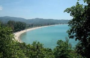 Kamala beach ligt in een prachtige baai aan de westkust van Phuket.