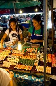 Geniet van de vele kleuren en geuren op de markten van Phuket.