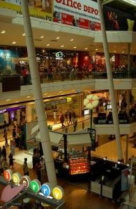Op Phuket liggen diverse grote moderne winkelcentra.