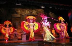 Het Phuket Simon Cabaret staat garant voor een extravagante avond.