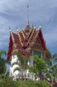 Wat Phra Thong ligt in het midden van Phuket in de plaats Thalang.