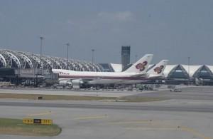 Veel reizen naar Thailand komen aan op vliegveld Suvarnabhumi te Bangkok.