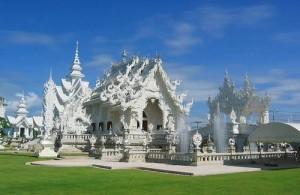 Bezoek tijdens je rondreis in noord Thailand de White Temple bij Chiang Rai.