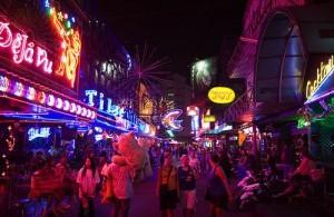 Het nachtleven in Bangkok speelt zich voornamelijk af in Sukhumvit en Silom.