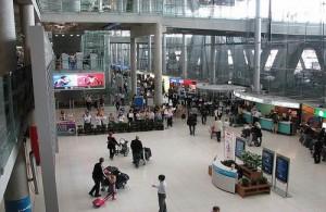 Vanuit de aankomsthal op vliegveld Suvarnabhumi te Bangkok kies je het vervolgvervoer.