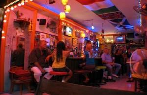 Het nachtleven in Hua Hin speelt zich af rondom Bintabath.