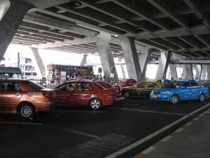 In Bangkok maak je het makkelijkst en snelst een transfer middels een taxi.