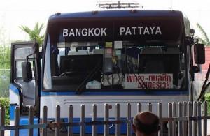 De bussen naar Bangkok vertrekken op de Pattaya Bus Terminal.