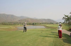 De Mae Jo Golf Club ligt midden tussen de bergen van Chiang Mai.