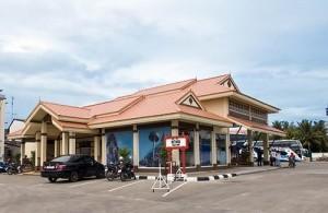 Het busstation aan de Pet kasem Road ligt in het zuiden van Hua Hin.