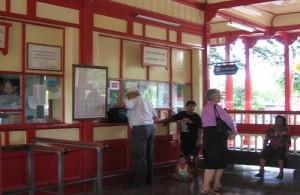 In het Hua Hin Railway station proef je nog de sfeer van de jaren twintig en dertig.