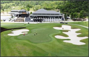De Black Mountain Golf Club ligt zo'n 10 kilometer ten noordwesten van Hua Hin.