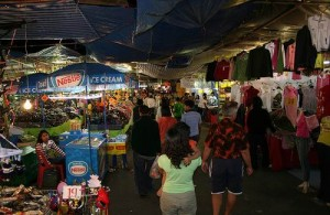 Op de Tourist Night Markets worden vooral kleding, tassen, sieraden en souvenirs verkocht.