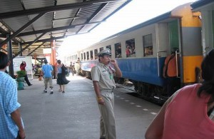 Het treinstation van Pattaya ligt even ten oosten van de Sukhumvit Road.