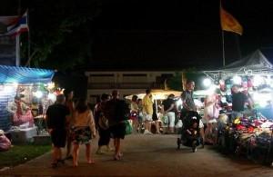 De markt in Patong, Karon en Kata gaat door tot middernacht.