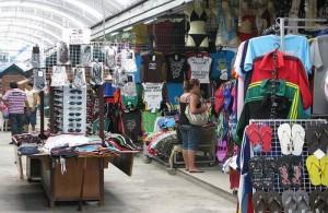 De markt van Patong loopt door tot in de aangrenzende kleine steegjes van Soi Bangla.