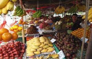 Op de Talad Kaset market vind je een uitgebreid aanbod van versproducten.