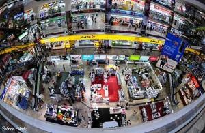 Het Phantip Plaza heeft een enorm aanbod op gebied van computers, Cd's en Dvd's.