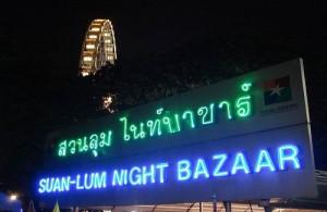 De Suan Lum Night Bazaar is dagelijks geopend van 18.00u tot middernacht.