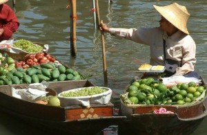 Op de Taling Chan markt wordt veel tropisch fruit en groente aangeboden.