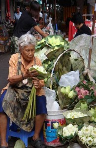 De Thewet bloemenmarkt vind je in het stadsdeel Rattanakosin.