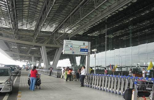 hoeveel vliegvelden heeft nederland